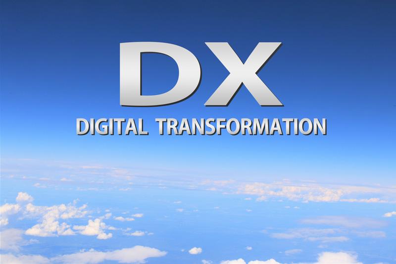 最近、DX化やDX推進など、よく耳にするようになりましたが、【DX】とは、何の略かといいますと【デジタルトランスフォーメーション】です。 具体的にはITなど、デジタル技術の導入によって、企業・店舗等の経営を【トランスフォーム(刷新)】していこうということです。